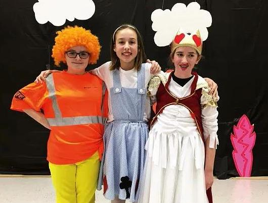 School kids perform Wizard of Oz