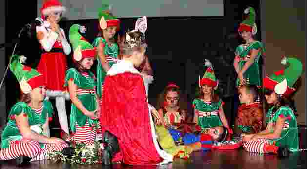 childrens christmas plays a snow white christmas - White Christmas Play