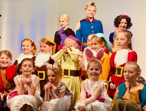 Large cast of kids for Snow White performance