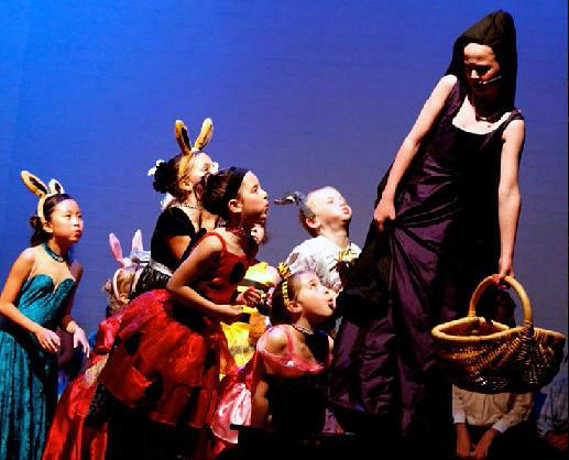 Snow White School Play for Kids!
