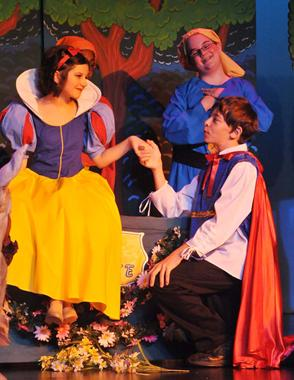 a snow white christmas easy musical play for kids to perform - White Christmas Play