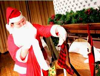 Santa Saves the Day in Twas the Night Before Christmas!