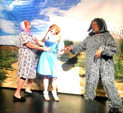 Wizard of Oz performed by Kids
